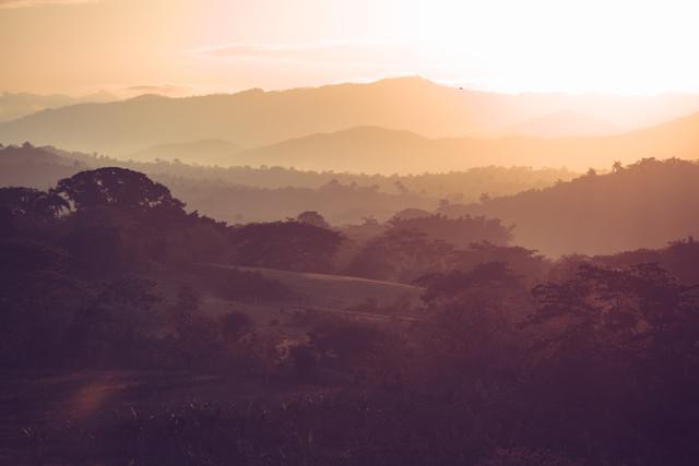 Kubanische Landschaft im Morgenlicht - fotokunst von Franz Sussbauer