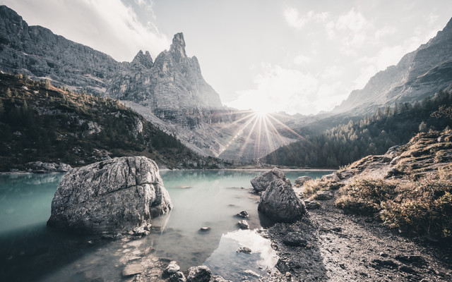Sorapis See im Gegenlicht - fotokunst von Franz Sussbauer