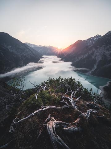 Sonnenaufgang über dem Plansee - fotokunst von Roman Huber