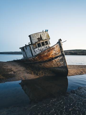 Schiffswrack - fotokunst von Ueli Frischknecht