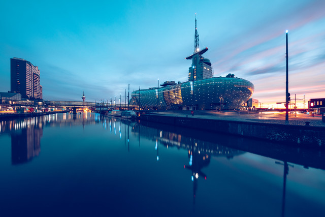 Bremerhaven zur blauen Stunde - fotokunst von Franz Sussbauer