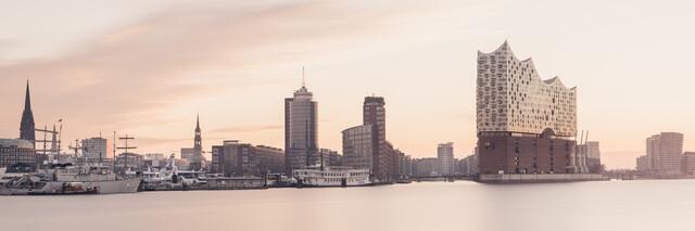 Hamburger Skyline - Elbphilharmonie - fotokunst von Dennis Wehrmann