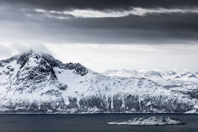 Arctic Mountain - fotokunst von Sebastian Worm