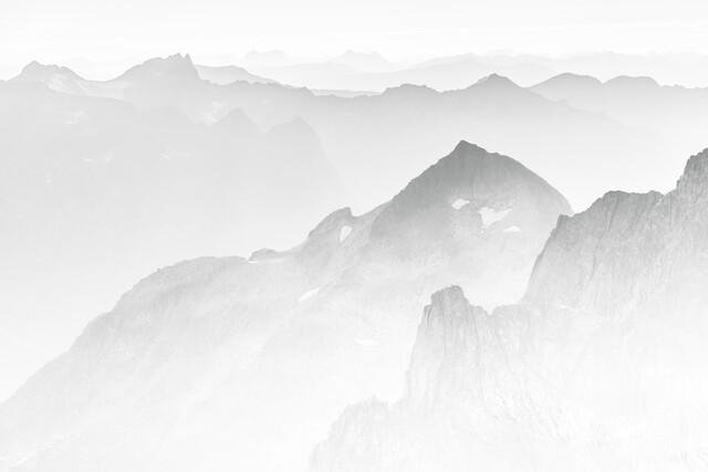 Grey Mountains - fotokunst von Sebastian Worm