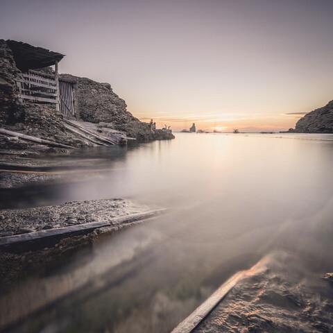 sonnenuntergang cala benirrás ibiza - fotokunst von Dennis Wehrmann