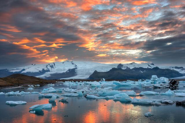 Sonnenuntergang am Joekulsarlon - fotokunst von Dave Derbis