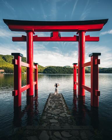 Hakone Shrine - fotokunst von Dimitri Luft