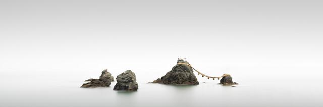 Torii Meoto Iwa - Study 2 | Japan - fotokunst von Ronny Behnert