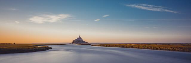 Abendliches Landschaftspanorama mit Mont Saint Michel - fotokunst von Franz Sussbauer