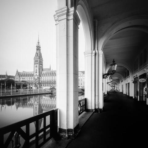 Alsterarkaden Hamburg - fotokunst von Dennis Wehrmann