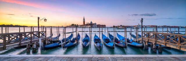 Venedig Panorama bei Sonnenaufgang - fotokunst von Jan Becke