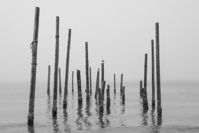 Schlafend am Meer - fotokunst von André Straub