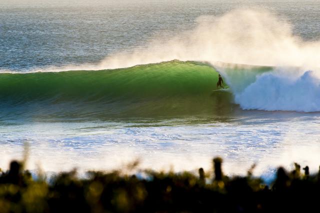 Surfer in Marokko - fotokunst von Lars Jacobsen