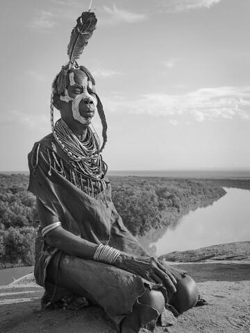 Karo Woman on the Omo River - fotokunst von Phyllis Bauer
