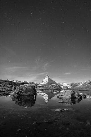 Matterhorn bei Nacht - fotokunst von Jan Becke