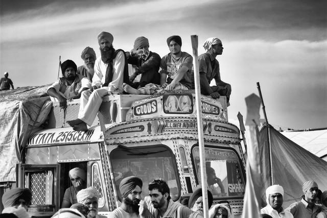 Travel People - fotokunst von Jagdev Singh