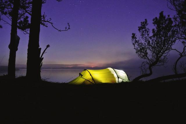 glowing tent - fotokunst von Christian Kluge