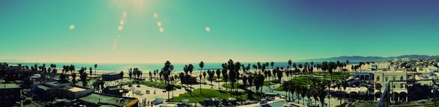 View over Santa Monica Beach & Venice Beach - fotokunst von Michael Brandone