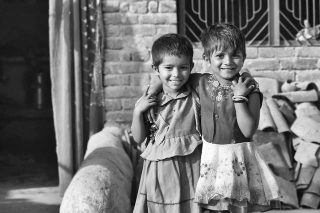 Sisters - fotokunst von Jagdev Singh