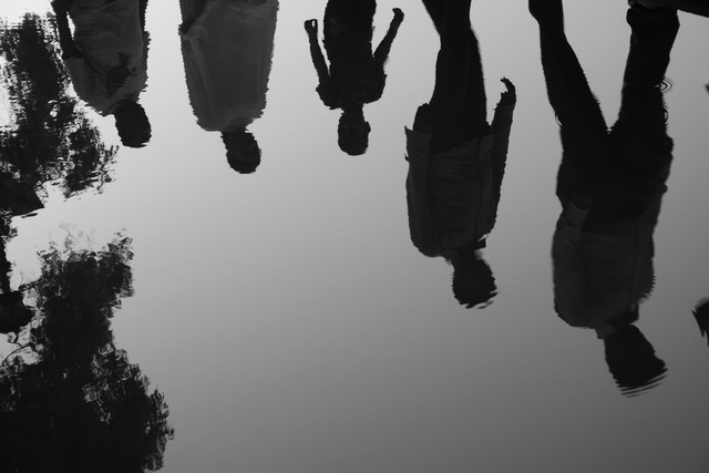 Reflection People Walking - fotokunst von Jagdev Singh