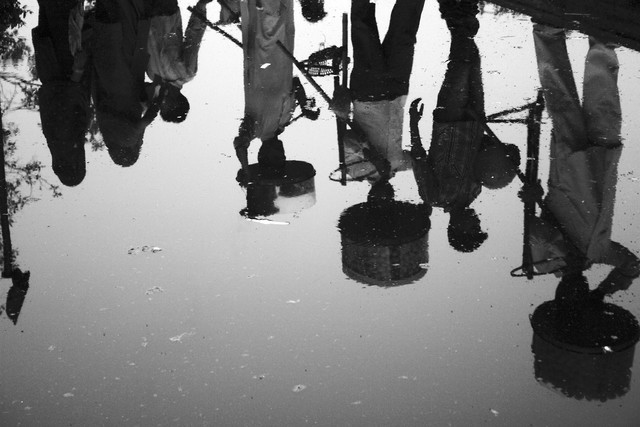 People reflection - fotokunst von Jagdev Singh
