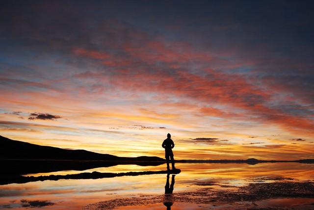Salar de Uyuni Dawn - fotokunst von Tobias Patzer