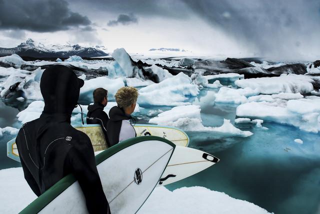 SURFING ICELAND - fotokunst von Lars Jacobsen