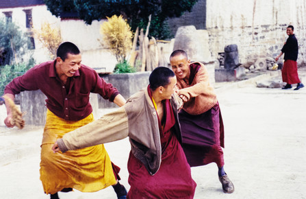 Eva Stadler, monks at play, Tibet, 2002 (China, Asien)