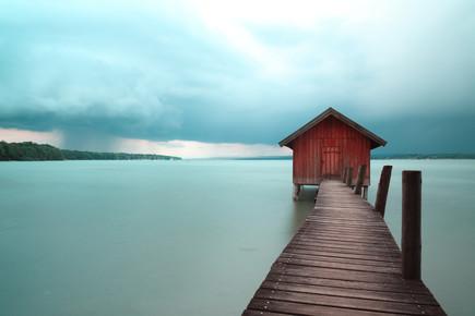 Franz Sussbauer, Bootshaus und Gewitter (Deutschland, Europa)