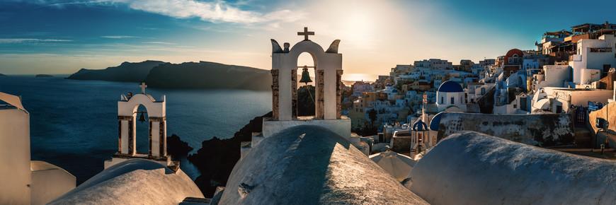 Jean Claude Castor, Santorini - Oia Panorama bei Sonnenuntergang (Griechenland, Europa)