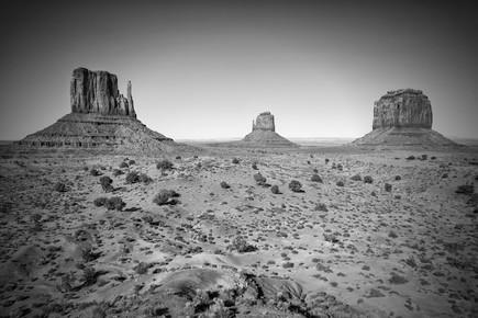 Melanie Viola, Herrliches Monument Valley in schwarz-weiß (Vereinigte Staaten, Nordamerika)