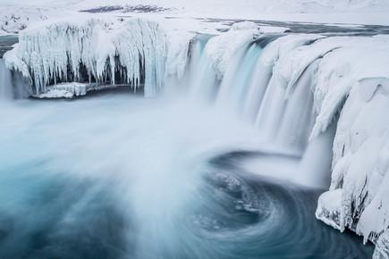 Markus Van Hauten, Arctic waterfall (Island, Europa)