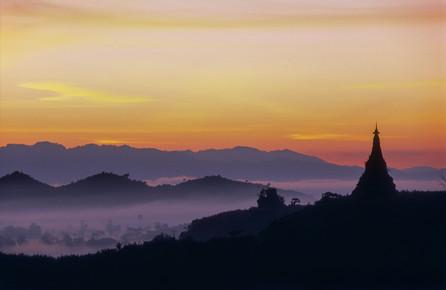 Martin Seeliger, Vor Sonnenaufgang (Myanmar, Asien)