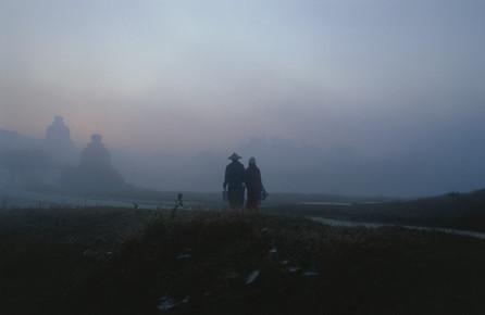 Martin Seeliger, Im Morgennebel (Myanmar, Asien)