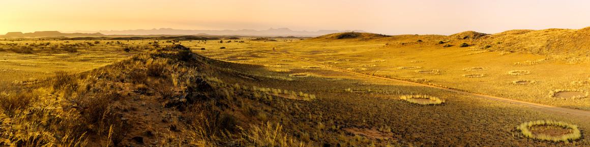 Michael Stein, Sunset in the Namib Desert - an unbroken view (Namibia, Afrika)