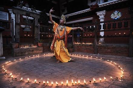 Jan Møller Hansen, The tantric dance of Charya, Nepal (Nepal, Asien)