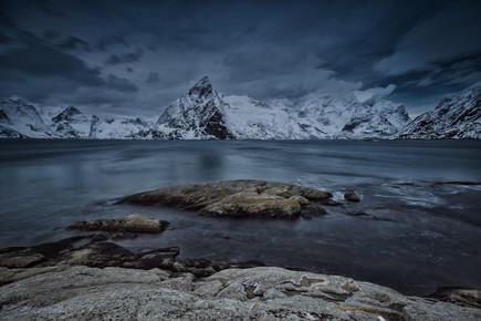 Eva Stadler, Olstinden mountain, Lofoten (Norwegen, Europa)