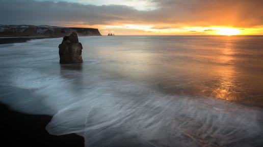 Dennis Wehrmann, Sonnenaufgang bei Dyrholaey (Island, Europa)