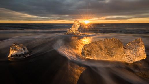 Dennis Wehrmann, Sonnenaufgang bei Jökulsarlon (Island, Europa)