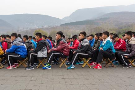 Arno Simons, Kung-Fu Schüler beim Appell vorm Shaolin Tempel (China, Asien)