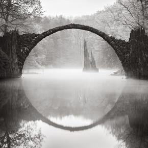 Ronny Behnert, Rakotzbrücke im Nebel (Deutschland, Europa)