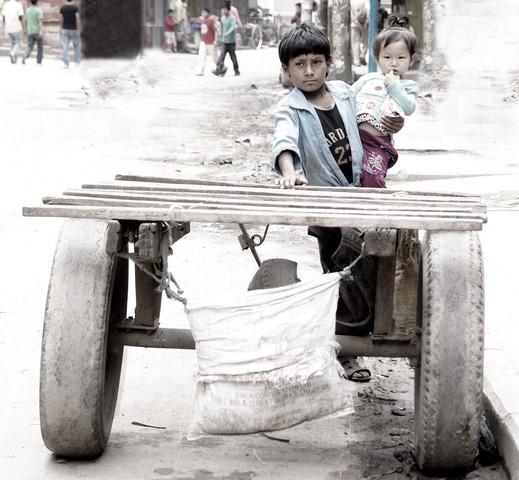 Kathmandu children - Fineart photography by Momó Díaz