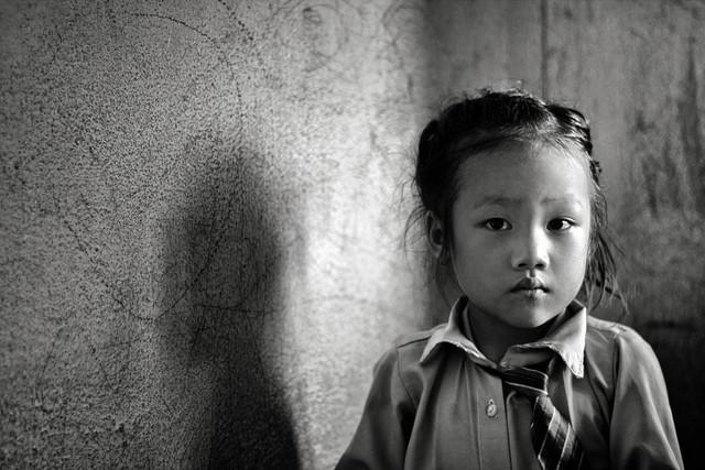 Mädchen aus Kathmandu - Fineart photography by Victoria Knobloch