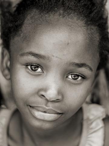 Kind eines namibischen Farmarbeiters - Fineart photography by Jörg Faißt