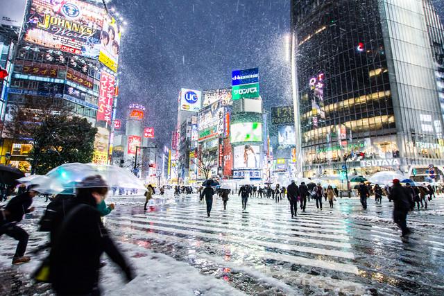 Shibuya-Kreuzung (Tokyo) im Winter - Fineart photography by Jörg Faißt
