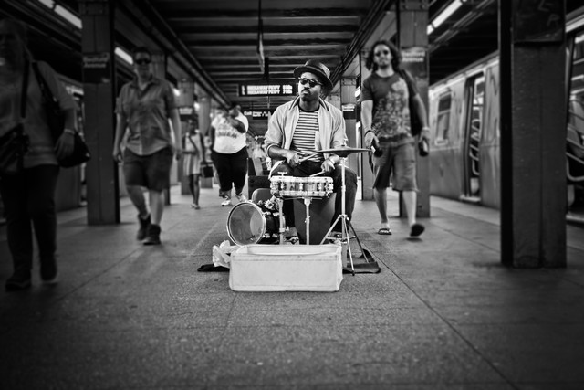 Mr. Reed in der Subwaystation - Fineart photography by Jens Nink