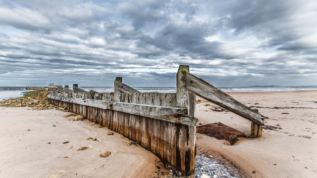 Shore - Lossiemouth (Scotland) - Fineart photography by Jörg Faißt
