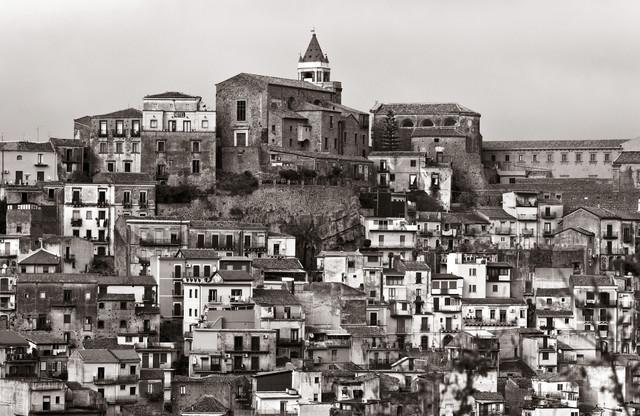 Sizilianisches Bergdorf - Region Ätna - Italien - Fineart photography by Silva Wischeropp