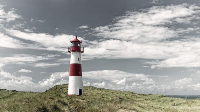 Leuchtturm am Ellenbogen, Sylt - Fineart photography by Franzel Drepper