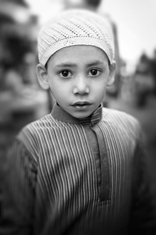 Little boy in Varanasi - Fineart photography by Victoria Knobloch